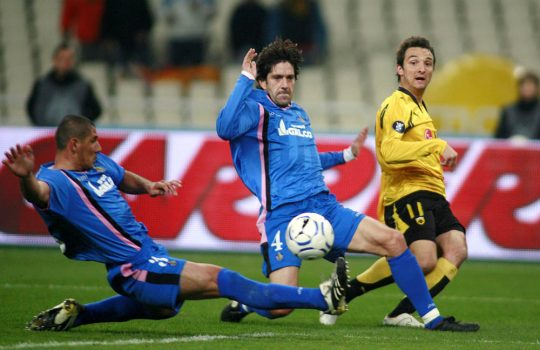 AEK Athens' Gustavo Manduca, right, passes the ball as Getafe's David Belenguer, center, and Daniel Alberto Diaz try to stop him during their UEFA Cup round of 32 soccer match at the Olympic stadium of Athens, on Wednesday, Feb. 13, 2008. (AP Photo/Thanasis Stavrakis)